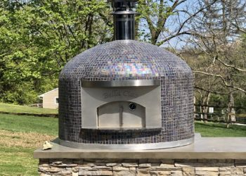 Outdoor pizza oven with multi-color glass tile in the Napoli model from Forno Nardona