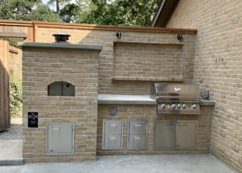 Nardona Firenze wood-fired pizza oven in an outdoor kitchen in Tampa