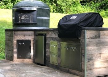 A Forno Nardona Napoli model pizza oven installed with an outdoor kitchen